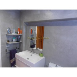 Concrete simulation in bathroom and shower. Ecological waterproof coating Tadelakt Supreme.